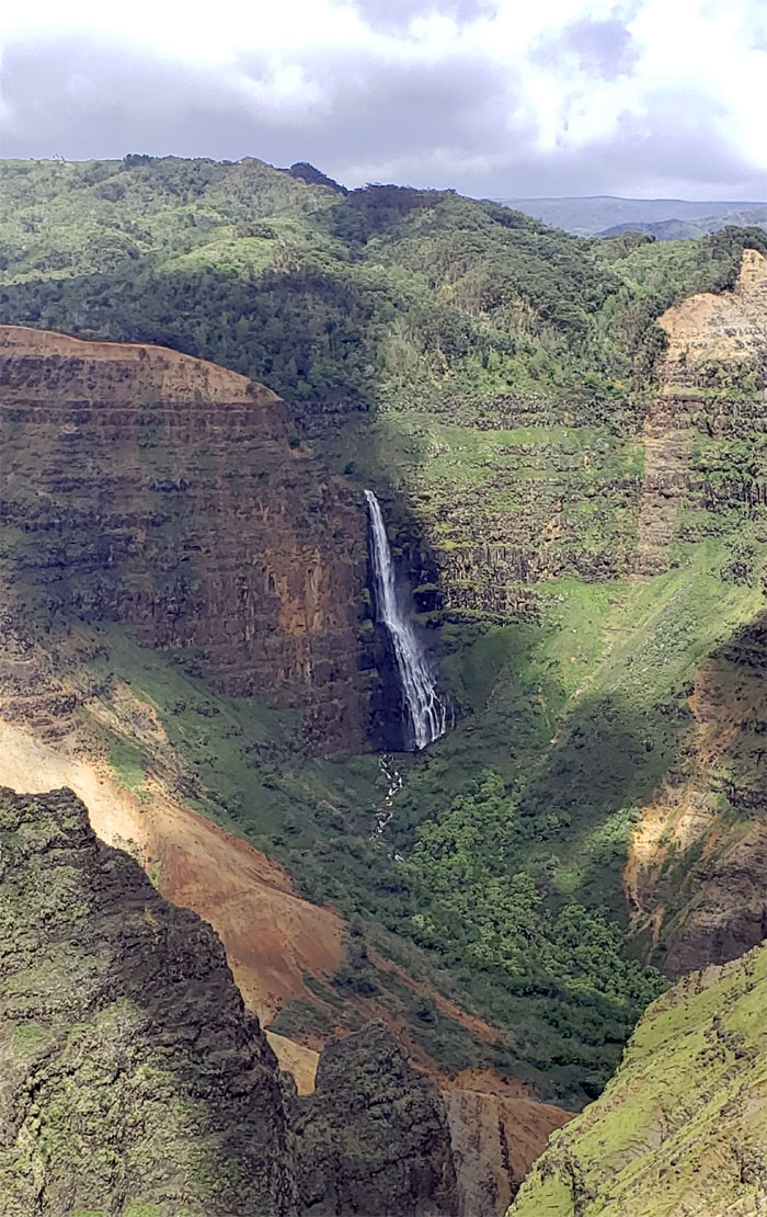 Hiking Canyon Trail to Waipo'o Falls