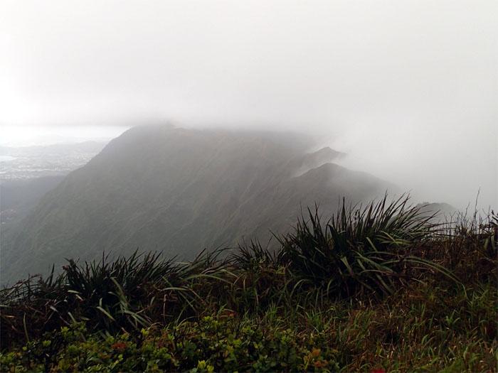 Hiking Manana to Waimalu