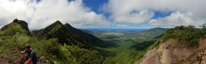 Hiking Kunia to Kolekole Pass
