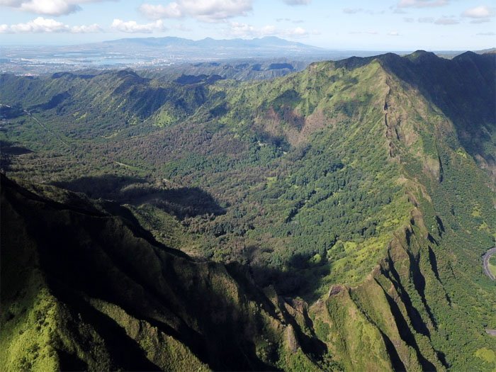 Hiking Pali Lookout to Likelike Highway