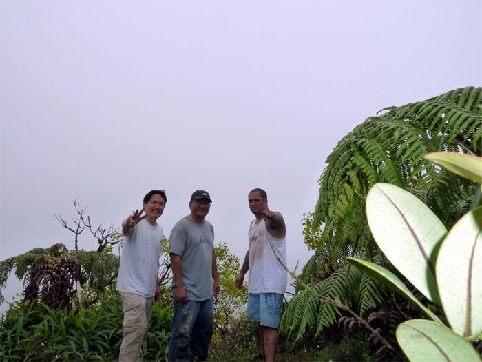 Hiking Pali Notches to Manoa