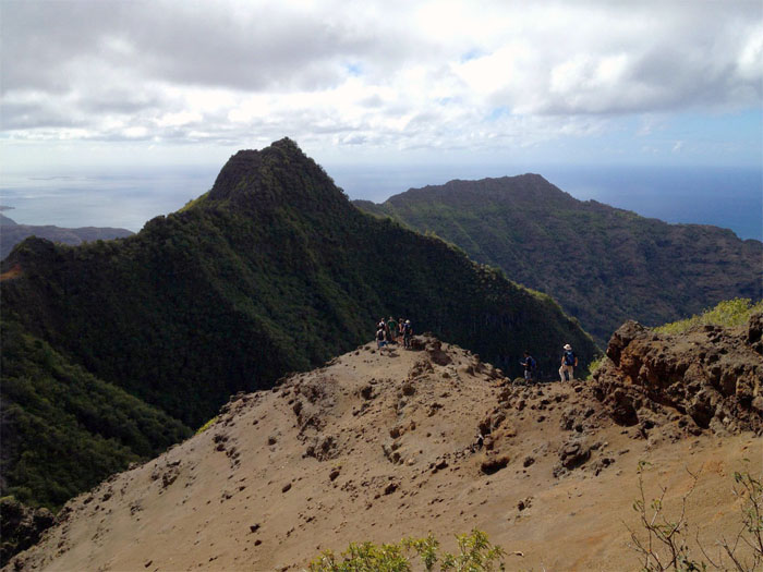 Going down the saddle to Pu'u Kea'au