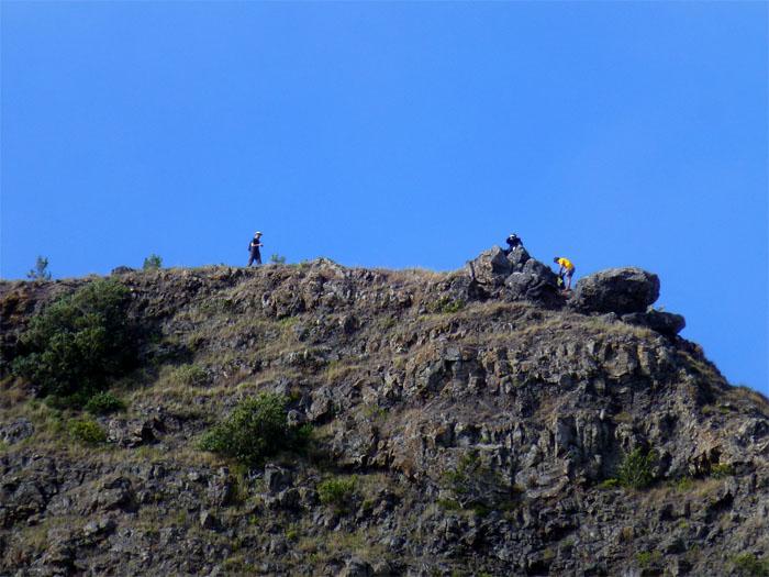 Hikers on Kamaile'unu Ridge