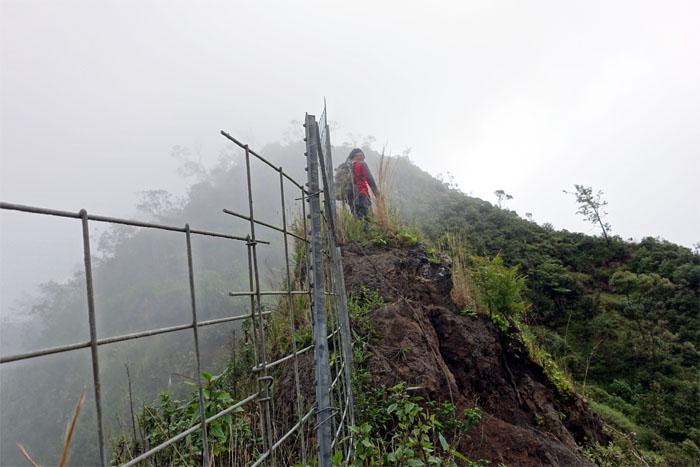 Fence trail