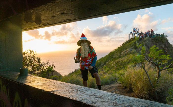 Hawaiian Santa by Ted Calvero